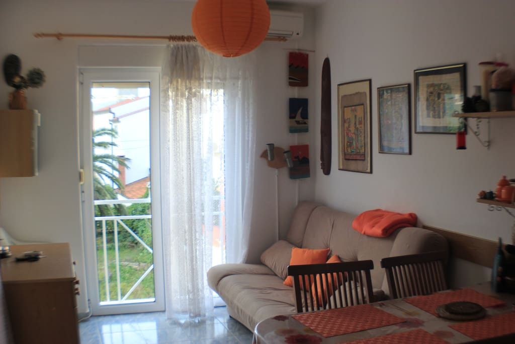 Very bright and sunny living area, with a sofa bed