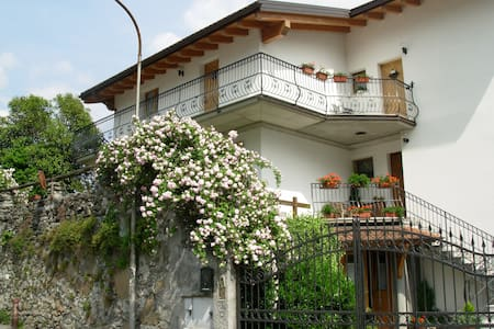 "B&B "" I PIOPPI "" - Chiavenna - Bed & Breakfast"