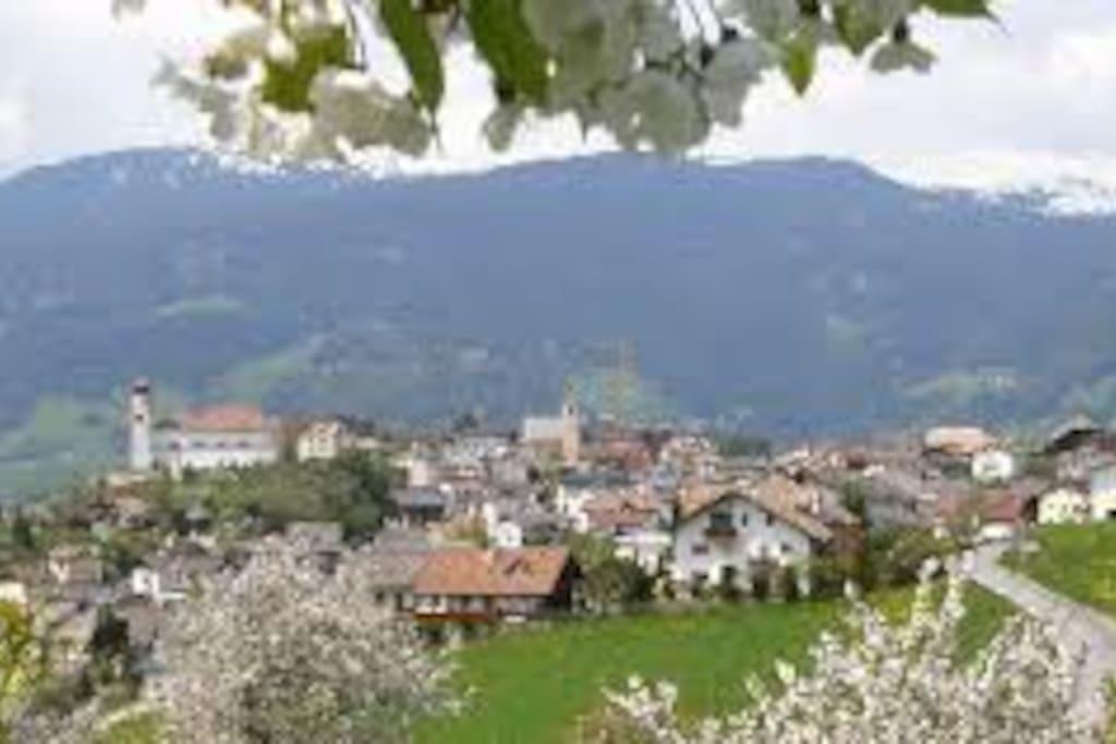 Das schöne Feriendorf Lajen  -  Il bellissimo villaggio vacanze Laion