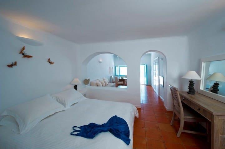 Superior Suite with hot tub & caldera view