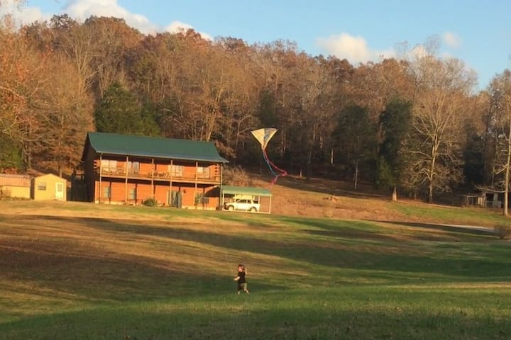 Peaceful Hills Cabin on 97 Acres, with Creek