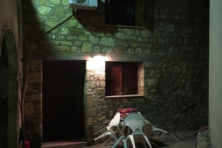 Παραδοσιακό δίπατο σπίτι - Vamvakopoulo - Rumah bandar