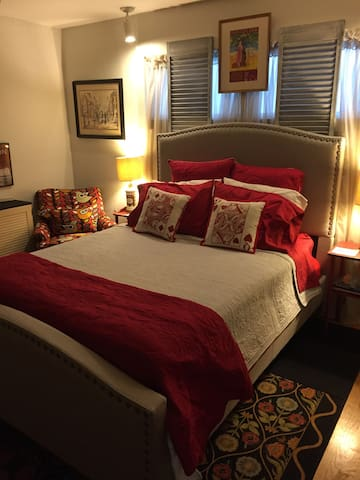 Martha'a Bed & Breakfast- Superhost - Prairie Village - Talo