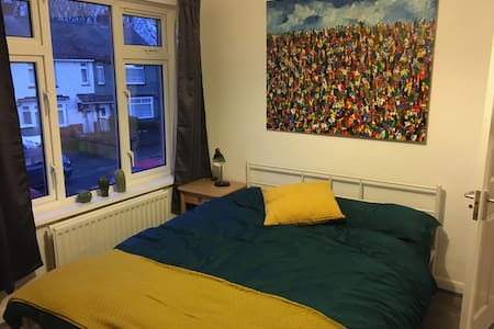 Cosy Double Room in easy going and friendly houseC