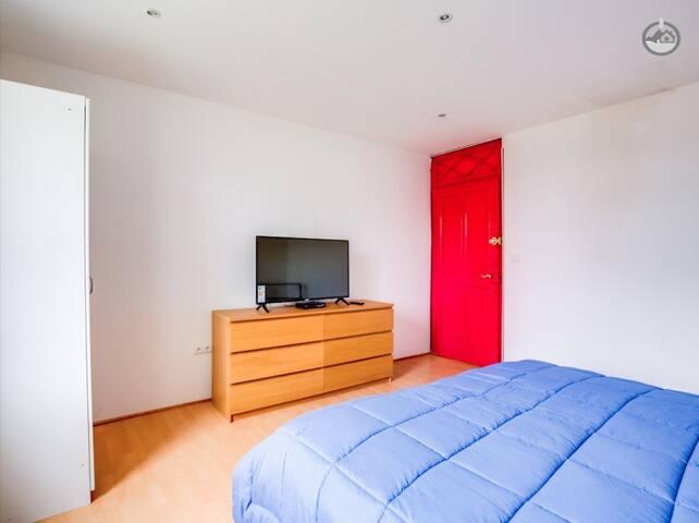 Room with private bathroom near Geneva