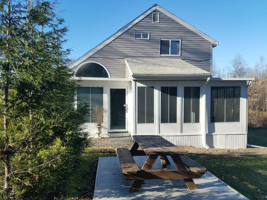Side house / Patio / Sunroom