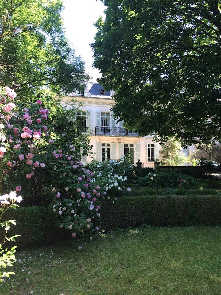 Chambre Rez-de-Chaussée en centre-ville de Bourges