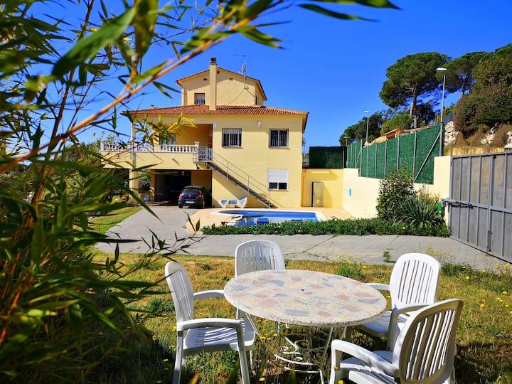 Villa Fradera, vacaciones seguras piscina privada
