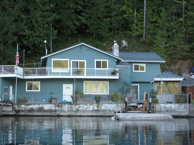 Lake Crescent Cottage