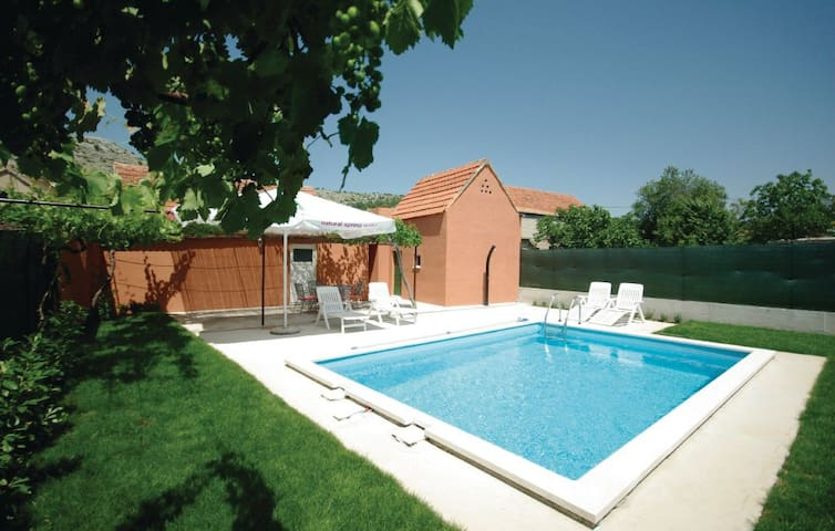 Entire home with pool near Makarska - Šestanovac