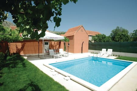 Entire home with pool near Makarska - House
