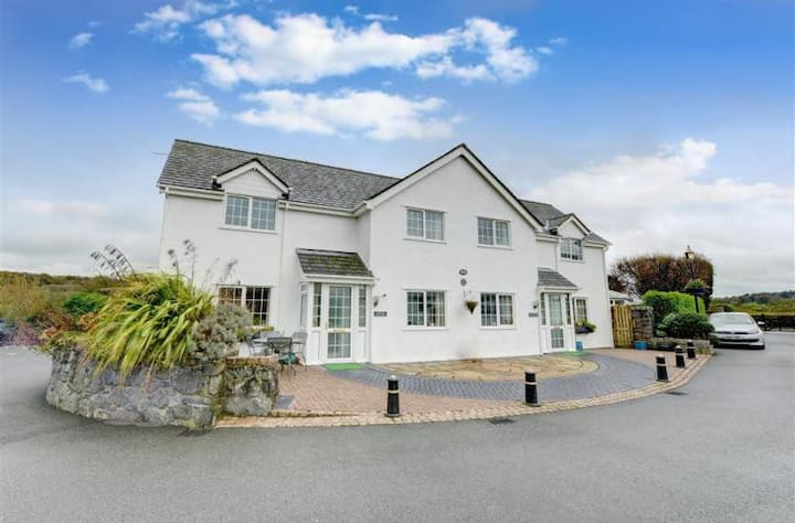 Sea View @ Minffordd - Anglesey 5* Cottage