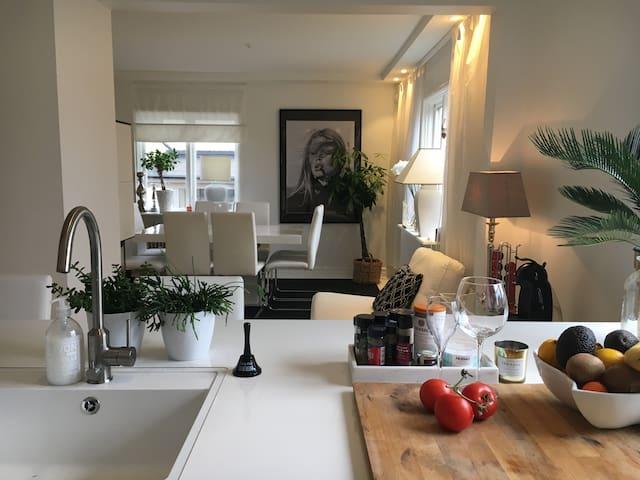 Mysig villa i charmiga och grönskande kvarter - สตอกโฮล์ม - บ้าน