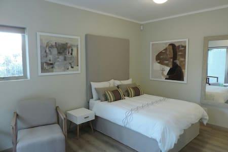 Contemporary batchelor flat - Paarl - Apartamento