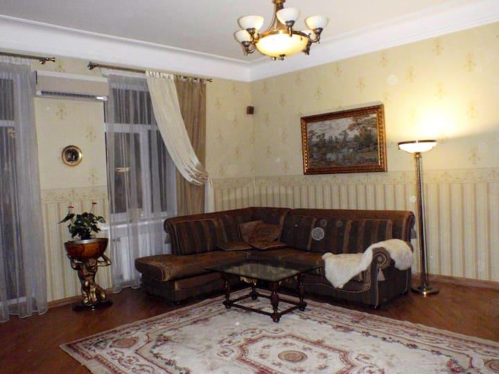 Апартаменты 80м в центре Киева