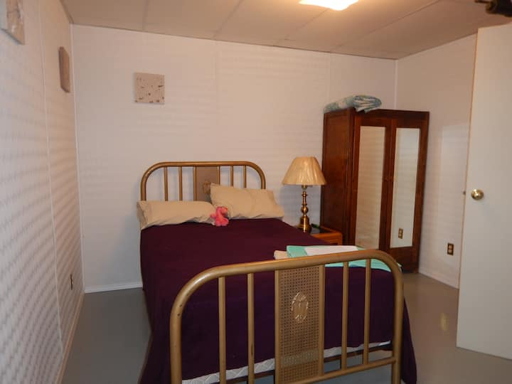 One room, double bed, sleeps one or two