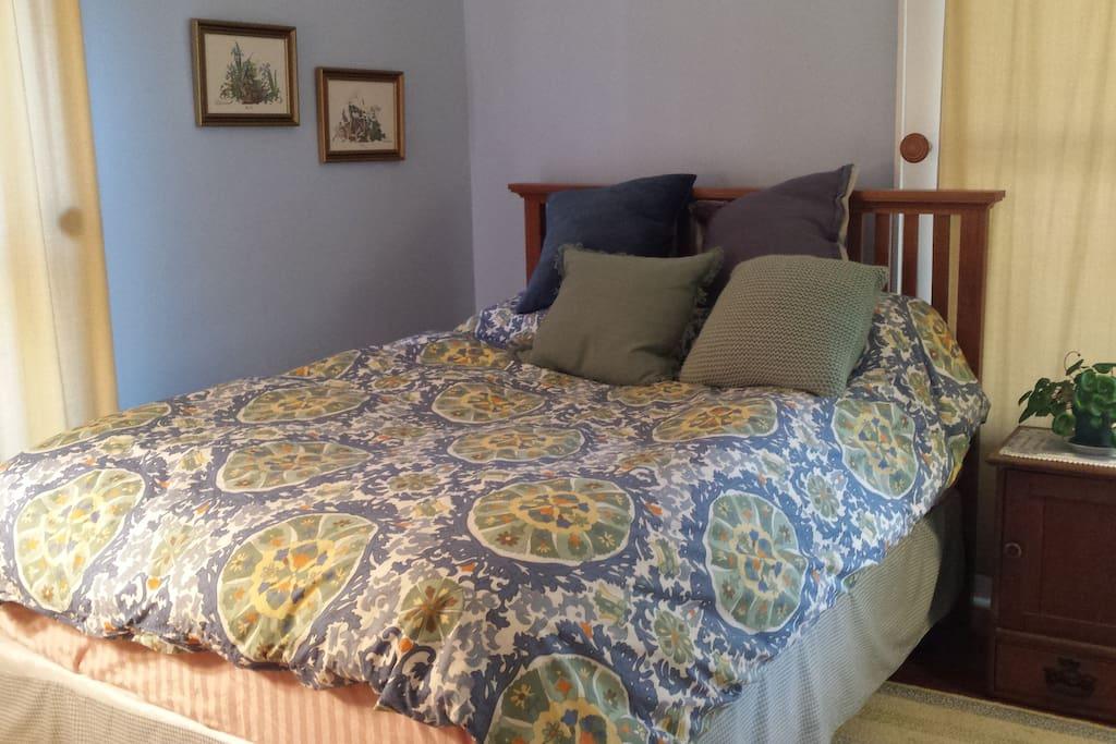 "Large bedroom with queen bed & ""heavenly mattress"""