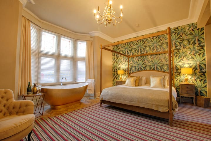 Luxury SuperKing Room with in-room bath!