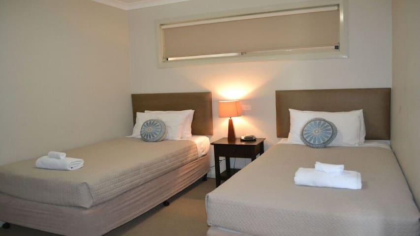 Bedroom 2 w/ 2 single beds