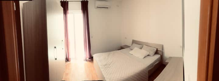 Centrally located Modern Private Room FREE WIFI