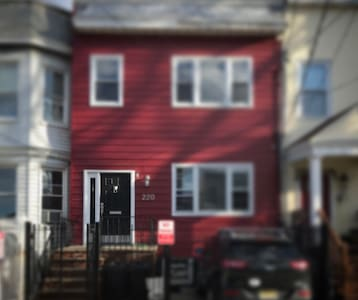 Little Red Guest House - Jersey City - Huoneisto