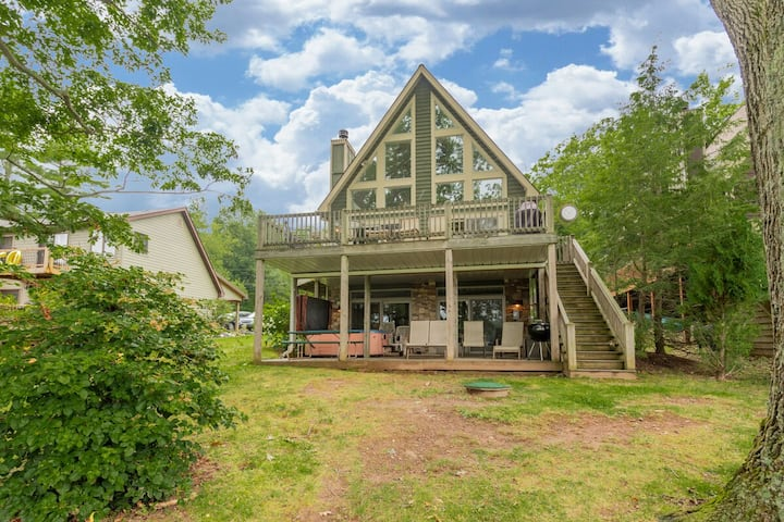 DOGS WELCOME! Lakefront Home w/Dock Slip, Hot Tub, Fire Pit, & Pool Table!