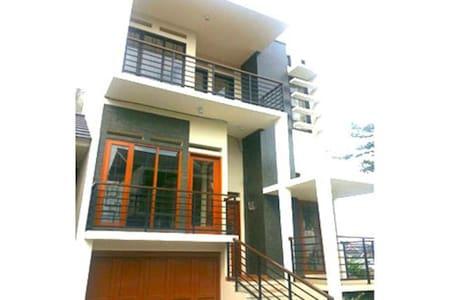 Pesona Asih Sariwangi Villa (Sapphire Guest House) - Parongpong