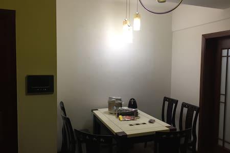 吉庆街大两室~汉口江滩、黎黄陂路街头博物馆、江汉路步行街 - Wuhan - Flat