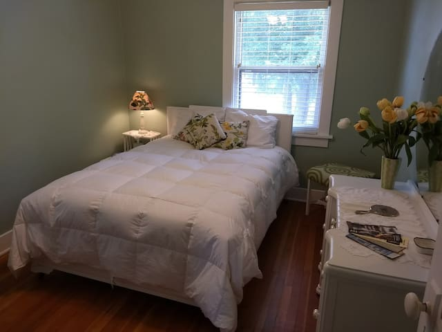 Persi's Place - Full Sized (Double) Bed