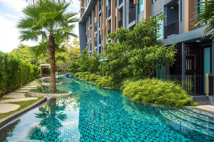 Pool access duplex in Surin condo for 4 people