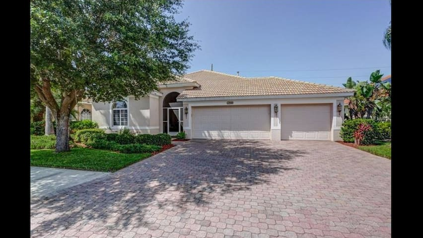 Entire 3 Bedroom House w/ Pool - Bradenton - House
