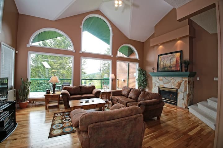 Marble Canyon 3 Bedroom Premium Townhome: Unit 102P1- Golf course views with private deck & BBQ