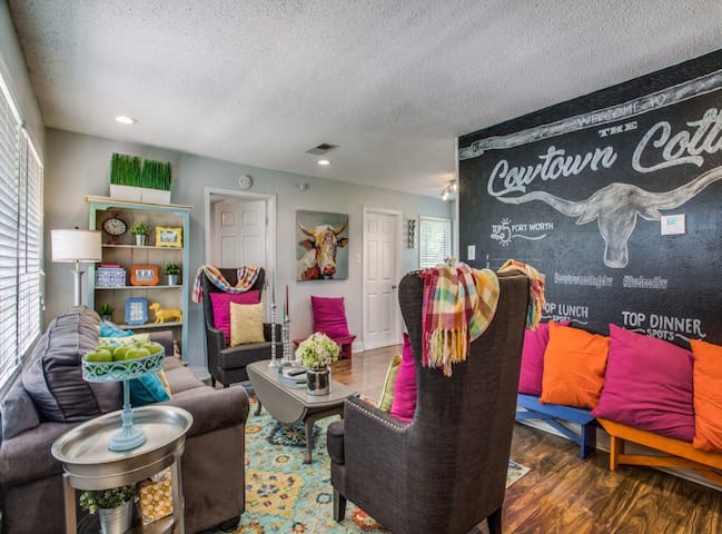 Cowtown Cottage: Close to all FW Fun! Coupon Below