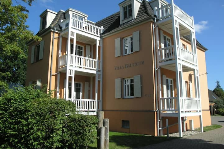 Belle villa avec parking à Zingst