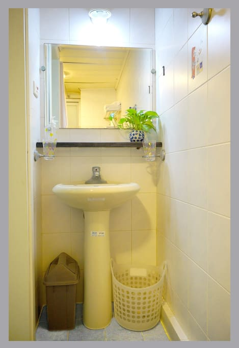 Shared bathroom on 2nd floor
