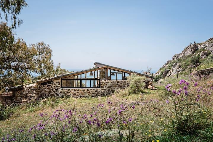Little Stone House, La Peña