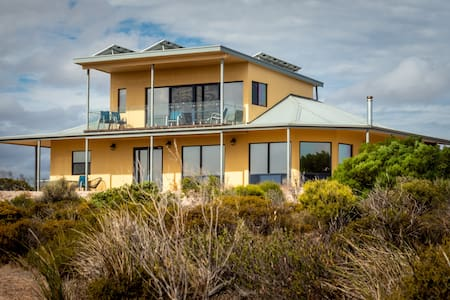 Dolphin Eco-Pet Friendly 5 bedrooms near Venus Bay