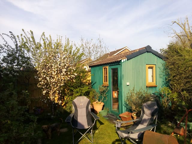 Swindon Tiny House.    Close to G.W. Hospital