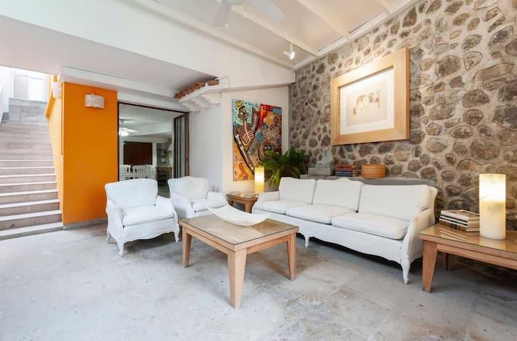 Hermosa Casa en condominio con jardin y alberca•2