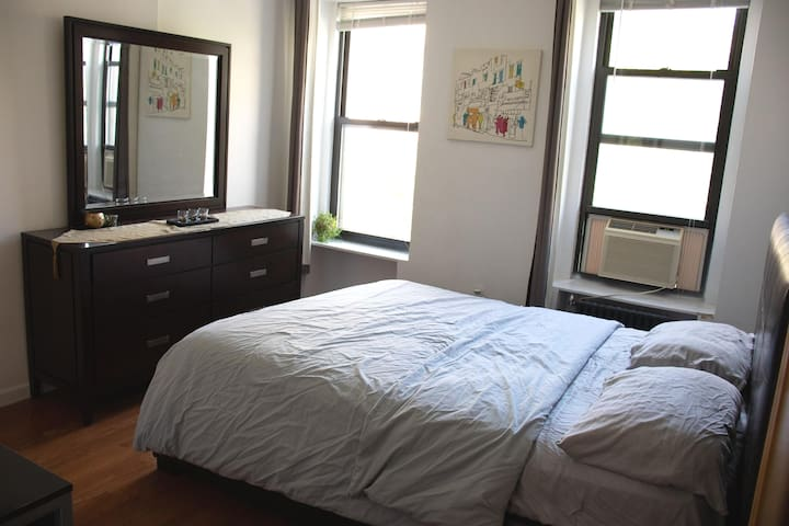 Queen Size Private Room in East Manhattan