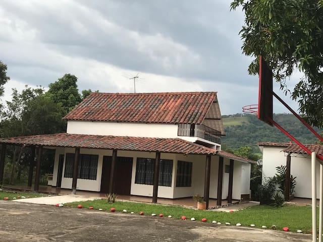 Preciosa Cabaña para el descanso Familiar