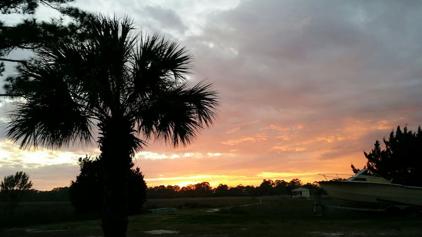 Great Tybee Sunset Views on Water! - Tybee Island - Appartement