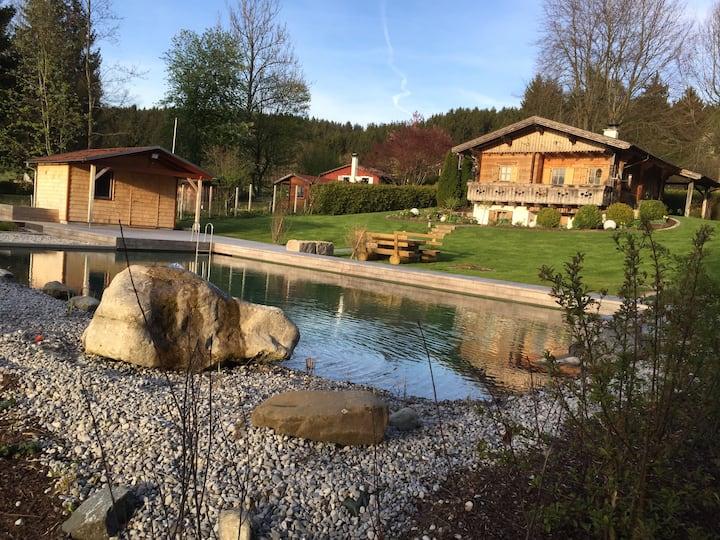 Idyllisches Holzblockhaus