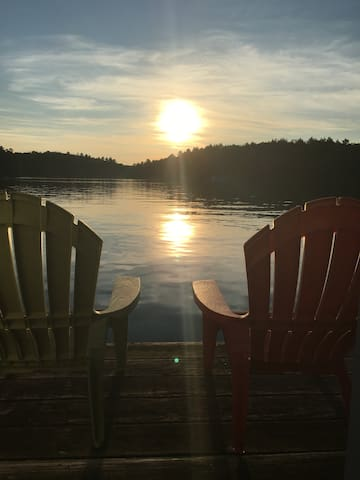 Beautiful 4 Bedroom Cottage on Lake Rosseau - Port Carling - Hytte