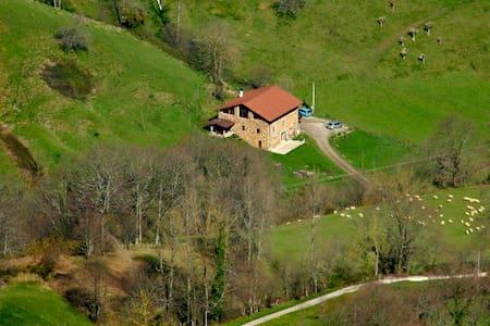 Casa rural  acondicionada como albergue. - Dom