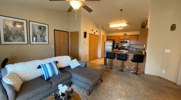 Beautiful & Clean 3rd Floor Balcony Condo