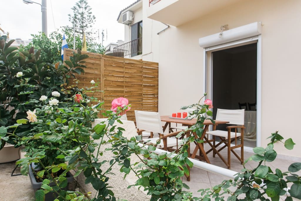 """Our huge garden and balcony, is a relaxing """"green"""" oases in the heart of the city!!!"""