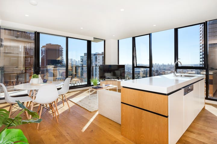 CENTRAL SOUTH YARRA LUXURY 2 BED 2 BATH APT