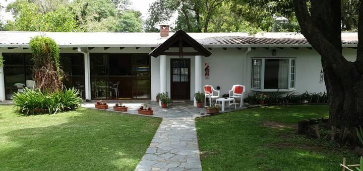 Casita de huéspedes con  jardín en San Lorenzo