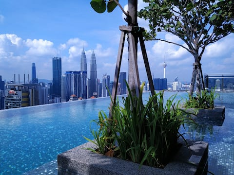 *Cozy Suites - KLCC Rooftop Infinity Pool View